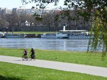Elberadweg mit Fahrrad