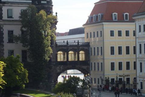 Taschenbergpalais mit Schloss
