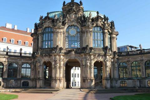 Stadtrundfahrt Dresden Fahrrad zeigt Glockenspiel Pavillon Zwinger